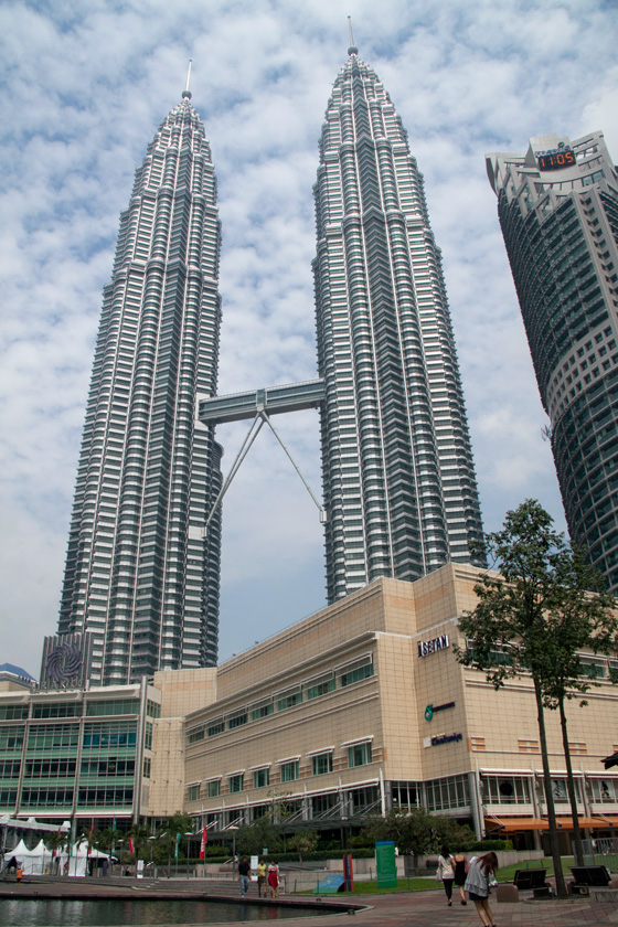 Petronas twin towers in kuala lumpur attractions for Twin towers how many floors