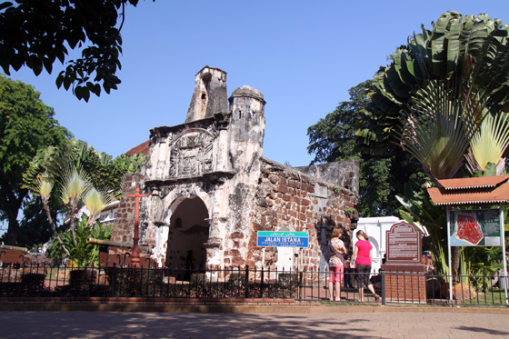 malacca things to do porta de santiago