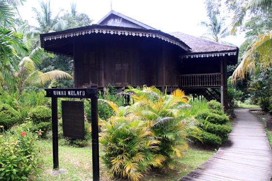 sarawak cultural village 15