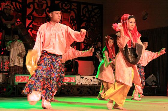 sarawak cultural village dance performance 11