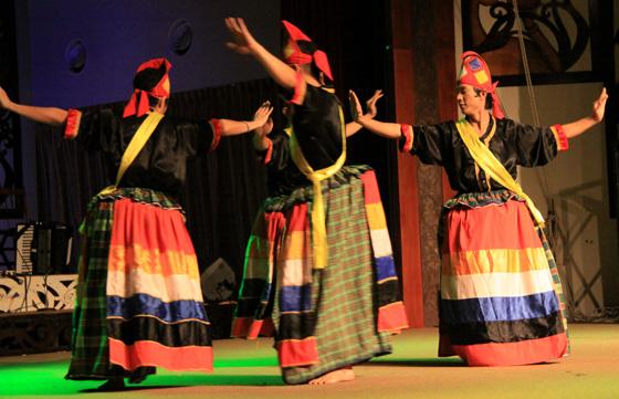sarawak cultural village dance performance 6