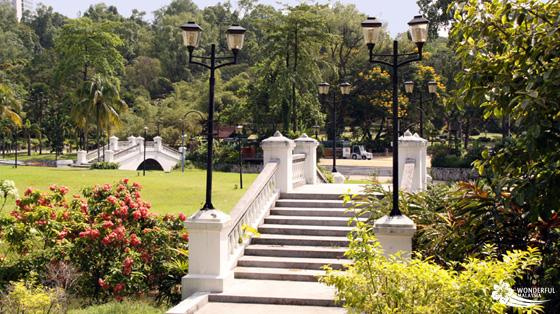 bridges lake gardens