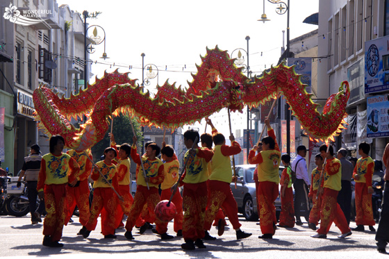 chinese-new-year-in-malaysia-dragon-dance