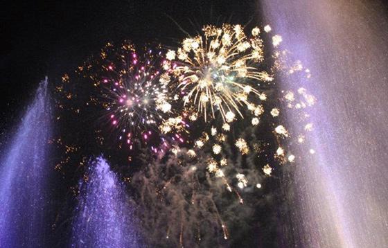 international-tourism-night-floral-parade-1