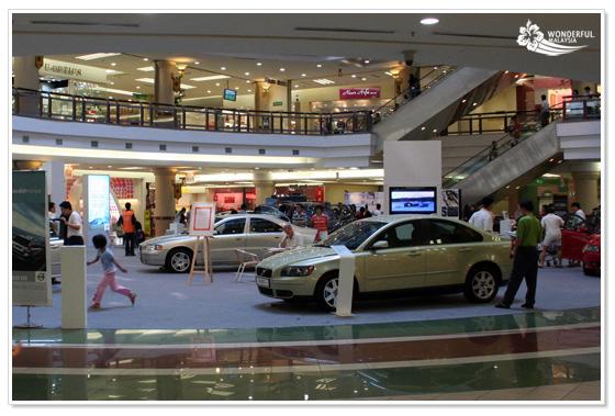 1Utama shopping mall Kuala Lumpur