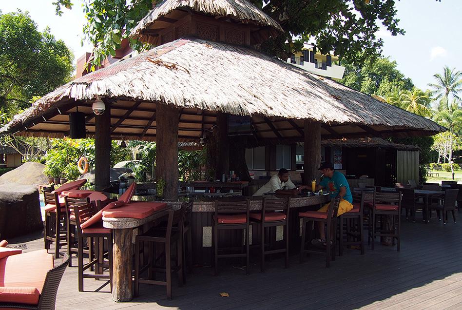 Shangri-La's Rasa Sayang Resort Bar