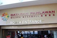 Entrance Dataran Pahlawan Megamall